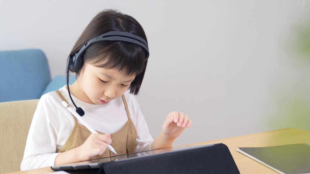 讓孩子線上學英文好嗎?