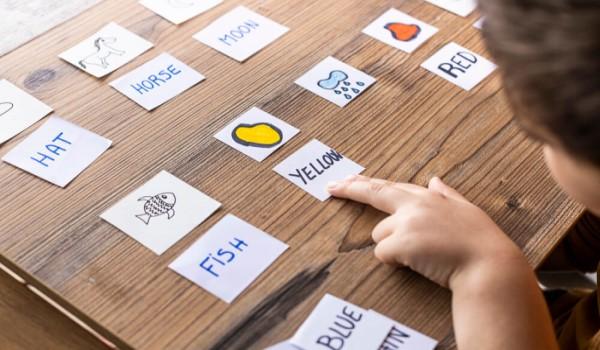 如何教小朋友背英文單字?